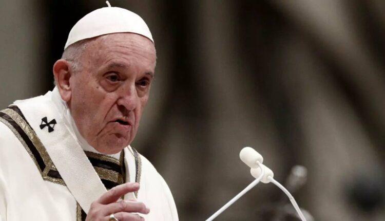 يحيي البابا فرانسيس قداس عشية عيد الميلاد في كنيسة القديس بطرس في الفاتيكان، 24 ديسمبر:كانون الأول 2019. رويترز