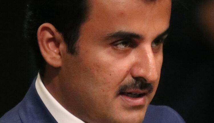 بيان: أمير قطر يعفي وزير المالية من منصبه