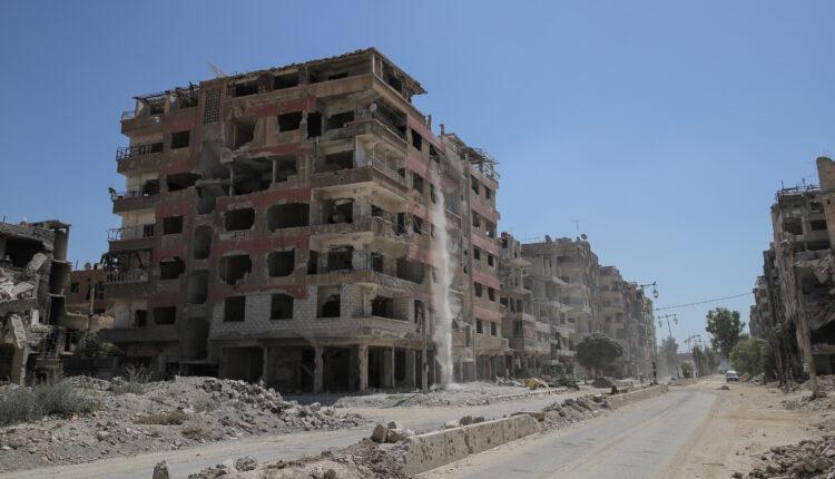 منازل مدمرة في ضاحية بدمشق. (الصورة: رويترز)