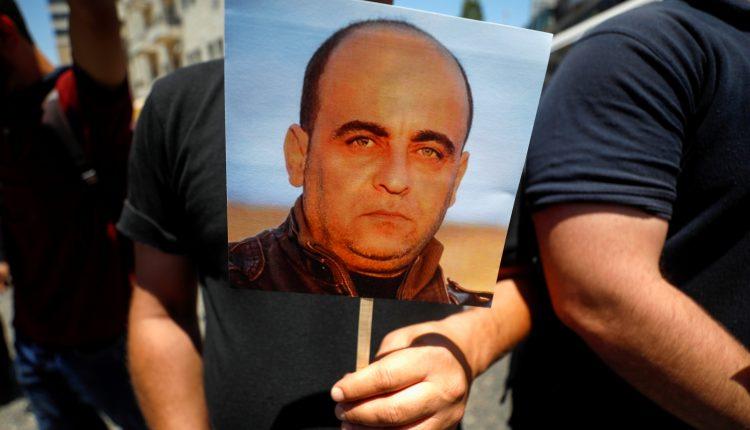 الاجهزة الفلسطينية تعتقل الشاهد الرئيسي في قضية قتل نزار بنات