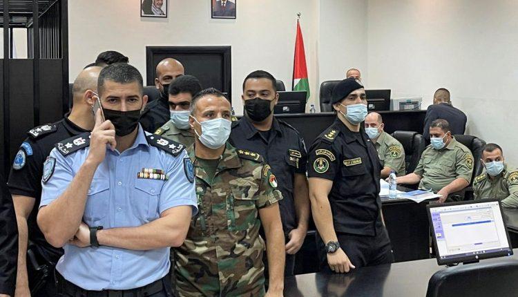 محكمة عسكرية فلسطينية تبدأ محاكمة متهمين بالمسؤولية عن قَتل ناشط