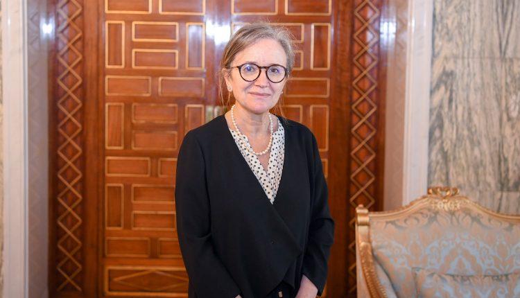 الرئيس التونسي يكلف سيدة بتشكيل حكومة تكون أولويتها مكافحة الفساد