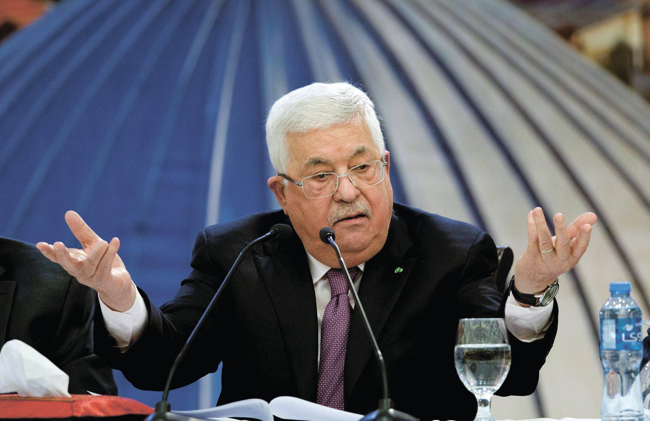 استمرار التفرد بالسلطة.. أبو مازن يقصي أحزابا من منظمة التحرير!