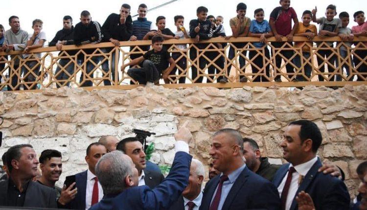 السلطة الفلسطينية تهرع الى مدينة الخليل بعد تهديدات وصلت  المقاطعة في رام الله