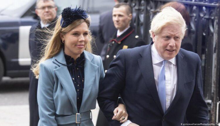رئيس الوزراء البريطاني بوريس جونسون وشريكته كاري سيموندس.