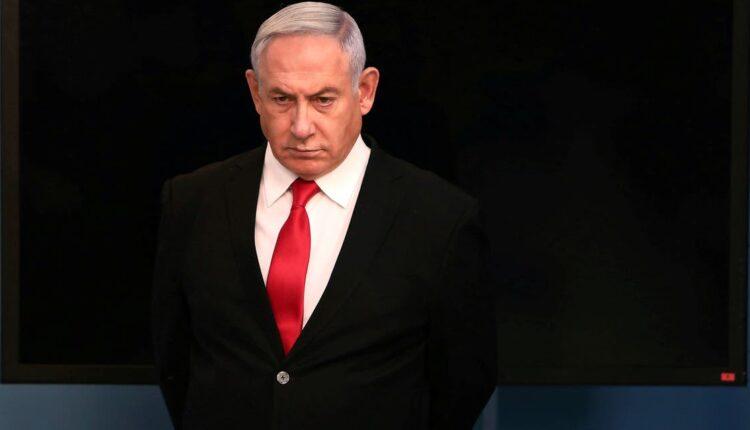 رئيس الوزراء الإسرائيلي بنيامين نتنياهو يصل لإلقاء كلمة في مكتبه في القدس بشأن الإجراءات الجديدة التي سيتم اتخاذها لمحاربة فيروس كورونا ، 14 مارس 2020 (الصورة: رويترز)