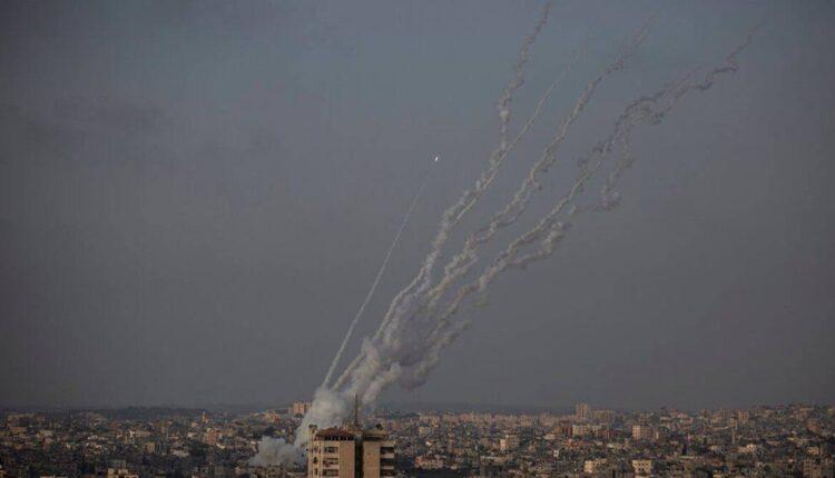 إطلاق صواريخ من قطاع غزة باتجاه إسرائيل ، الاثنين ، أيار / مايو. 10 ، 2021 (الصورة: AP)