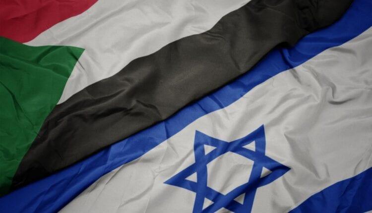 علمي السودان واسرائيل. (الصورة: Shutterstock)