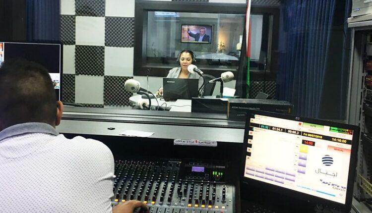 غرفة انتاج اذاعي في راديو اجيال في مدينة رام الله (الصورة: ارشيف)